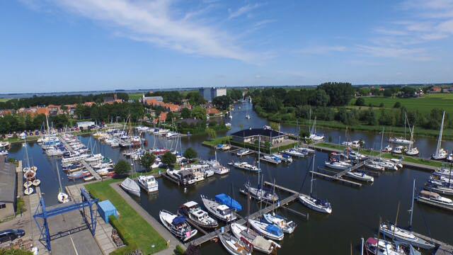 Luchtfoto Jachthaven De Lemsterpoort