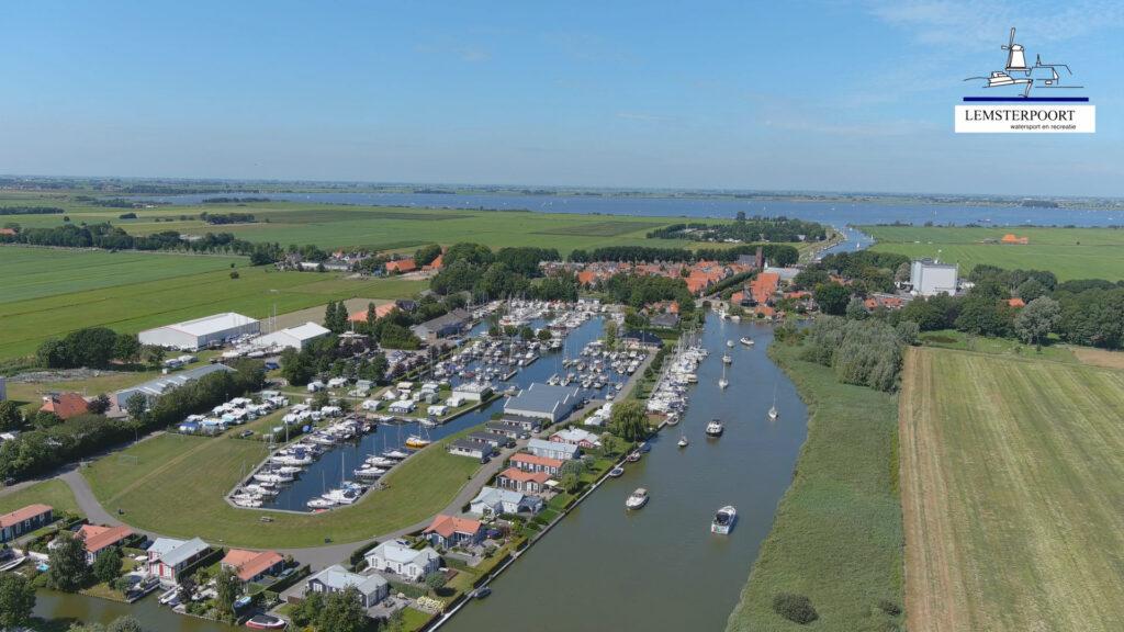 Luchtfoto Lemsterpoort Friesland