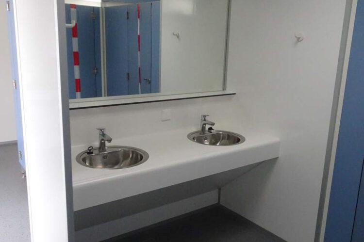 Toiletgebouw nieuw sanitair